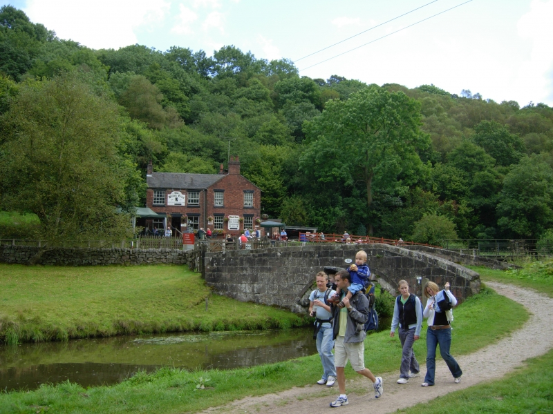 Walkers near the Black Lion at Consall forge. © Waterway Images Ltd